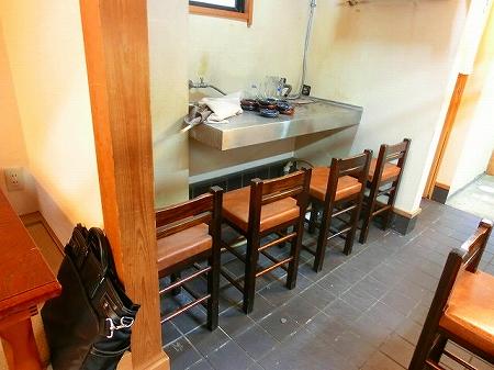 この部分には、活魚用の水槽が置かれていたもようです この部分に更衣室を設けます