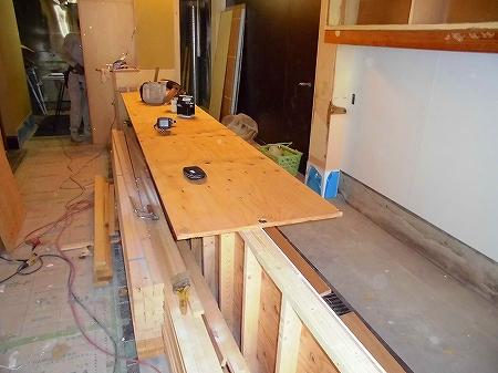 造作工事ではカウンター天板の下地の取りかかります