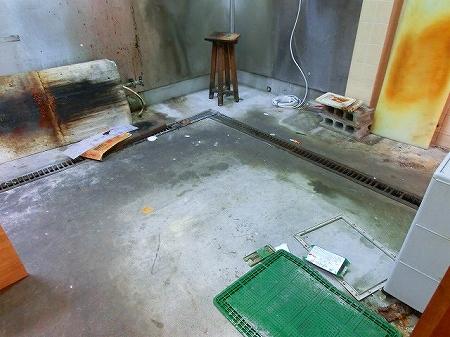 店内一番奥側がメインの厨房 ステン貼りの壁面等は清掃後既存利用いたします。