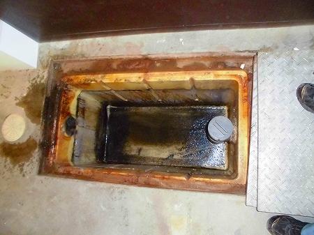 既存の深型集水升も水を抜き清掃致しました。