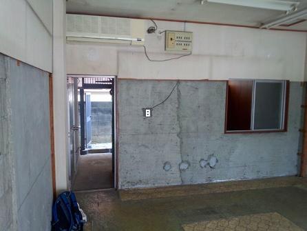 既存の天井や壁を解体し スケルトン仕様に致します。