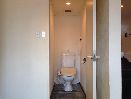 トイレの中も漆喰仕上げ