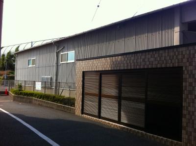 側面も黒の塗装仕上げ予定 個室の壁になるにで採光用の窓を設置予定