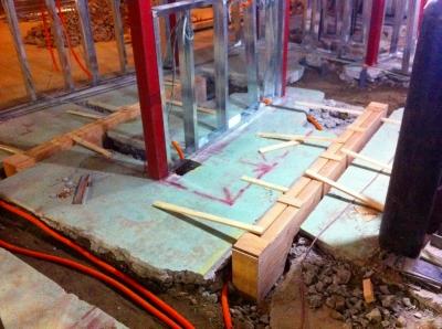 木の枠は厨房の溝になる為の型枠 掘り返された場所にコンクリートを流し込みます
