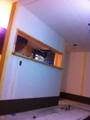 厨房の塗装前の状態 パテ処理完了