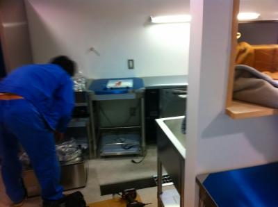 厨房機器設置中