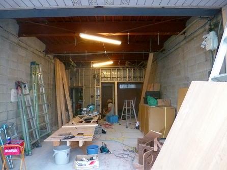 外部と並行して内部造作も進めていきます。 工事開始から3日目です。