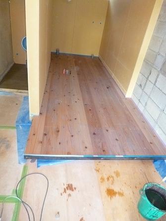 床上げ部分の杉材もOS塗装