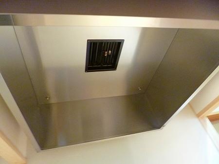 フード吸い込み口には防火ダンパー設置