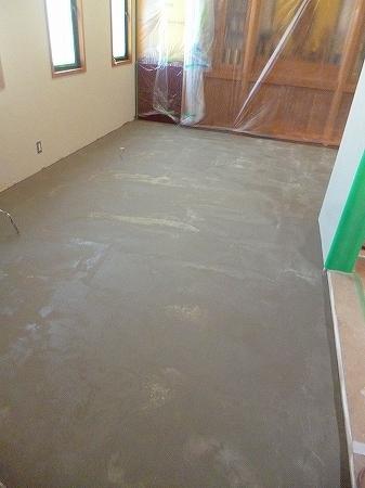 仕上げの床材に段差が出来ないよう全面補修