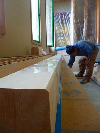 5寸角の柱材を3本使用 ヒノキの無垢材で1本は芯サリ材という背割れの入っていない柱材になります。 この芯サリ材1本数十万円~数百万円の物まで!