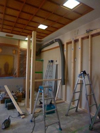 室内での間仕切り壁なんですが、今回は構造材を使い軸組み工法で下地施工します。