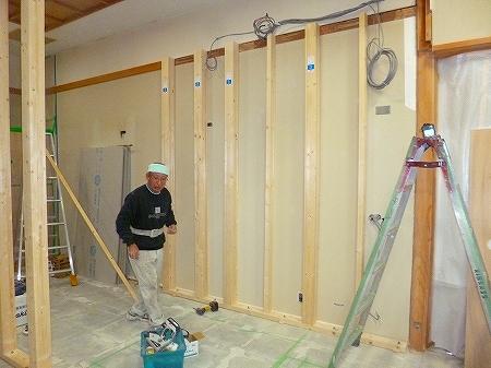 資材の搬入も完了  下地工事の開始です。