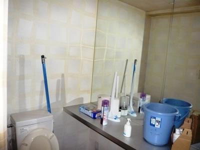 トイレは壁紙のリフォームと手洗いカウンターの取り換え予定