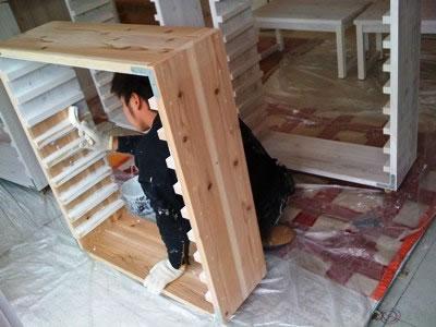 店内では木製什器の塗装が行われ本日やり仕舞いだそうです
