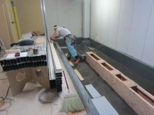 厨房の溝を作りながらカウンターの造作に掛かります