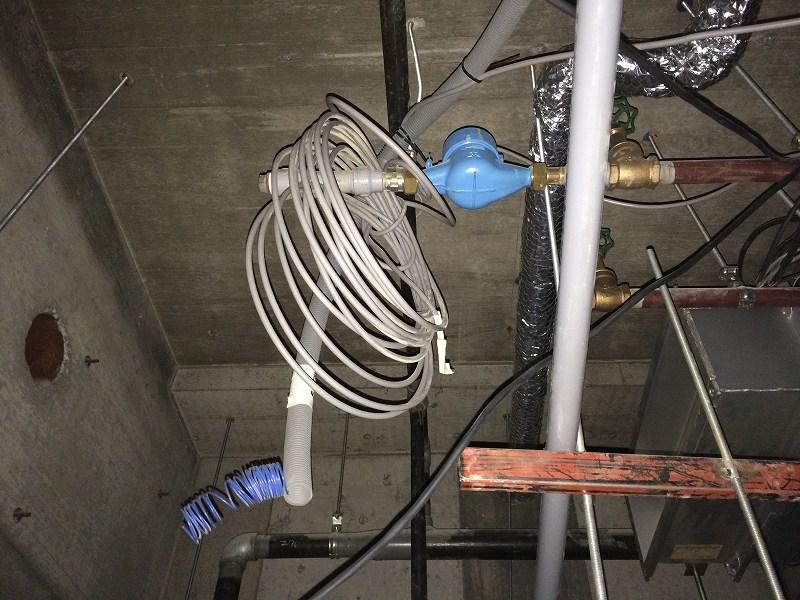 水道メーター発見と思いきや冷ケース用水道メーター!この水は飲めませんよ~