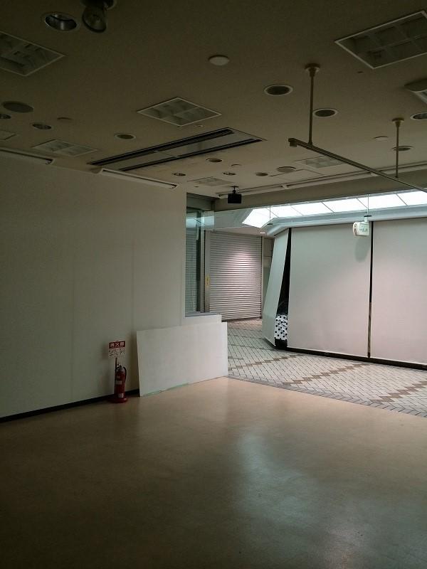 中華屋さんは排気が命 天井を取り払い新しい排気ダクトを埋め込む計画