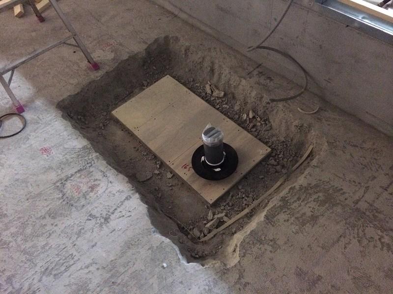 防水層の最下に取り付ける水抜き用の排水口 こいつがいないと防水層に水がたまったままになり厄介なことになります