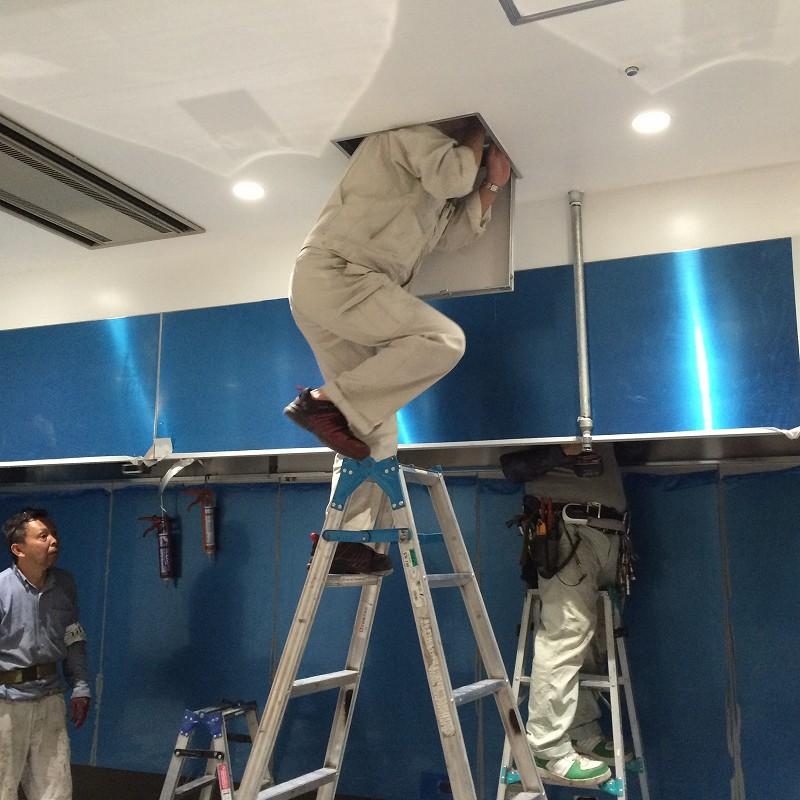 天井裏でボルト固定