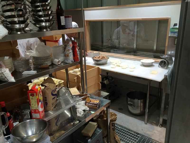 次の日すでに厨房では食材搬入開始